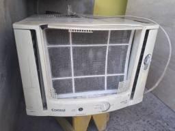 Vendo este ar-condicionado ligado presisa colocar gás e há grade da frente