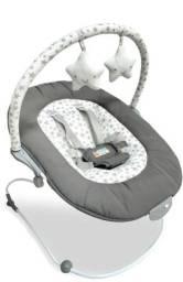 Cadeira de descanso para bebe e tapete de atividades