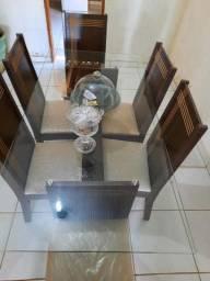 Mesa 6 cadeiras 1 ano de uso