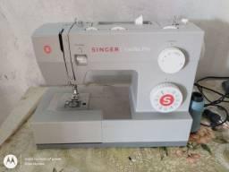 Vende-se duas máquinas de costura no dinheiro ou cartão