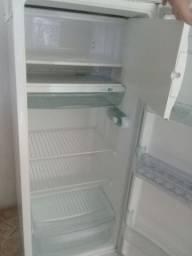 Vendisse  uma geladeira consul