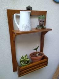 Floreira de madeira maciça com nicho e prateleira