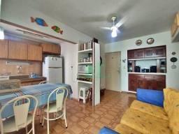 Apartamento uma quadra da Praia, confortável, 2 dormitórios, 1 vaga, Pitangueiras, Guarujá