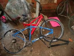 Três quadro de bike