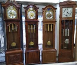 Relógios antigos, cucos, carrilhões