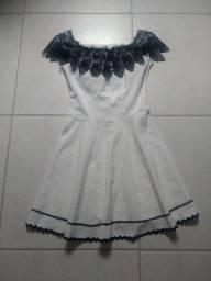 Vestido branco com renda, tamanho M com bojo.