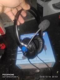 Vendo 2 fones d ouvido o azul 40 reais cabo o vermelho 50 reais bluetooth e cabo