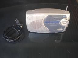 Barbada ,,,,vendo um radio a pilha ea luz ,,,,,,am e fm ,,,,marca britania ,,,,,
