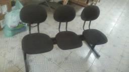 Cadeira três lugares para recepção