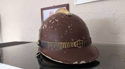 #RELIQUIAS<br>Capacete do corpo de bombeiros década de 50