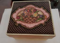 Caixa porta bijuterias e objetos - decorada