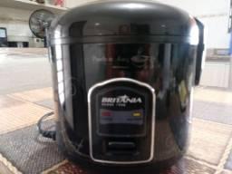 Panela para arroz Britânia 229v preta para 5 xicaras .