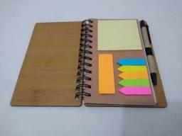 Bloco de anotações + post-it + caneta
