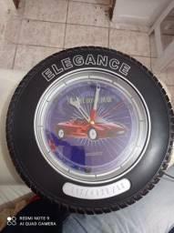 Relógio de parede em forma de pneu<br>Liga em 220V