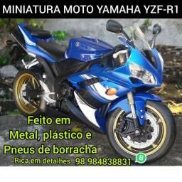 Miniatura Yamaha yzf-R1 feito em metal 20cm
