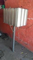 Lixeira de calçada com material galvanizado