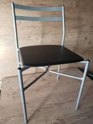 Cadeira quadrada em metal pintura nova