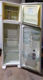 Geladeira Eletrolux Air flow- Não forma gelo.