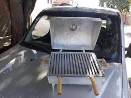 Churrasqueira a bafo de aluminio batido, com suporte de madeira