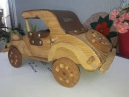 Miniatura em madeira