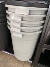 Oferta de cesto com tampa 95 litros estar 95 reais cada