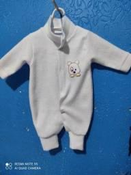 Macacão de bebê pequeno 0 - 3 meses.