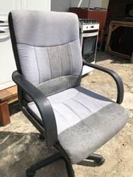 Cadeira giratória para quem quiser forrar ou usar assim