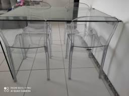 Vendo conjunto mesa de vidro com cadeiras