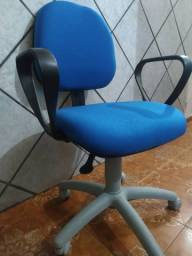 Cadeira para escritório com rodinhas e hidráulico toda nova