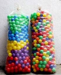 Bolinhas de plástico coloridas