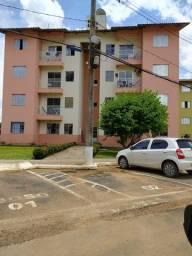 Apartamento Araçá perto do Shopping segundo andar, sacada com privacidade e sol da manhã