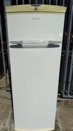 Geladeira com Freezer