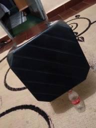 Banquinho de plástico preto