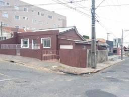 Oportunidade casa no centro esquina com Balduino Taques