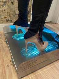 Plataforma de desinfecção de calçados