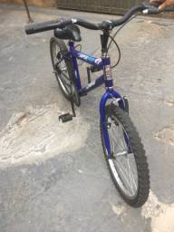 Vende se uma biicicleta perfeito estado de conservação