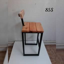 Moveis decorativos em ferro e madeira.