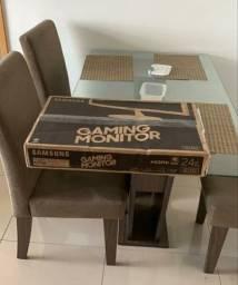 Vendo mesa com tampo de vidro e 3 cadeiras