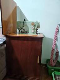 Máquina de costura com pedal