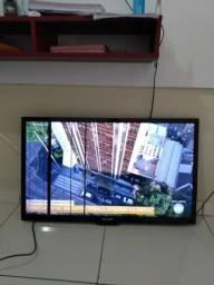 Título do anúncio: TV 42 polegadas, Ela tem duas listras na tela. Mas já comprei assim.