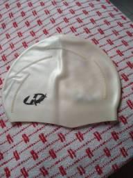 Touca de natação em silicone.