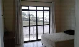 Apartamento mobiliado de um quarto, sem condomínio com garagem coberta individual
