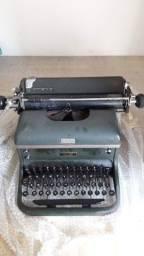 Máquinas de escrever e de Somar antiga