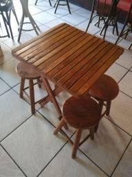 Mesa com banquinho