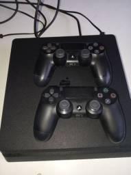 PS4 slim ...1 TB filé com dois jogos (1700)reais