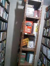 Acervo com 3.000 livros