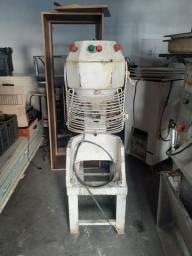 Maquinário padaria / freezer aceito troca em moto