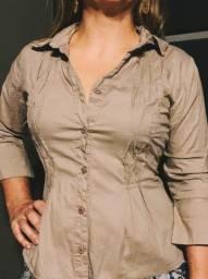 Blusa de manga 3/4 em tecido cor marrom claro