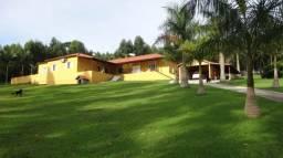 Sítio 30.000m² com linda casa sede e área de lazer - Pariquera-açu / SP