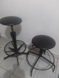 2 cadeiras rotativa para crientes uma pequena e outra grande, 100,00 reais cada.